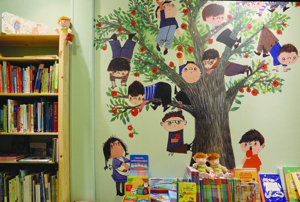 Muur Fiep Westendorp in Kinderboekwinkel Kiekeboek