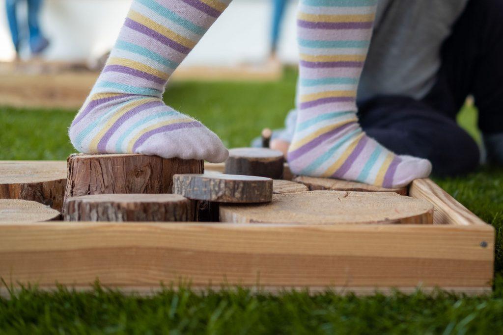 Detail voeten in speelgedeelte Black Cat Theatre