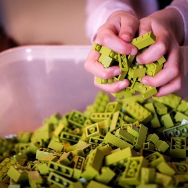 Eva ABC_ Handen in LEGO