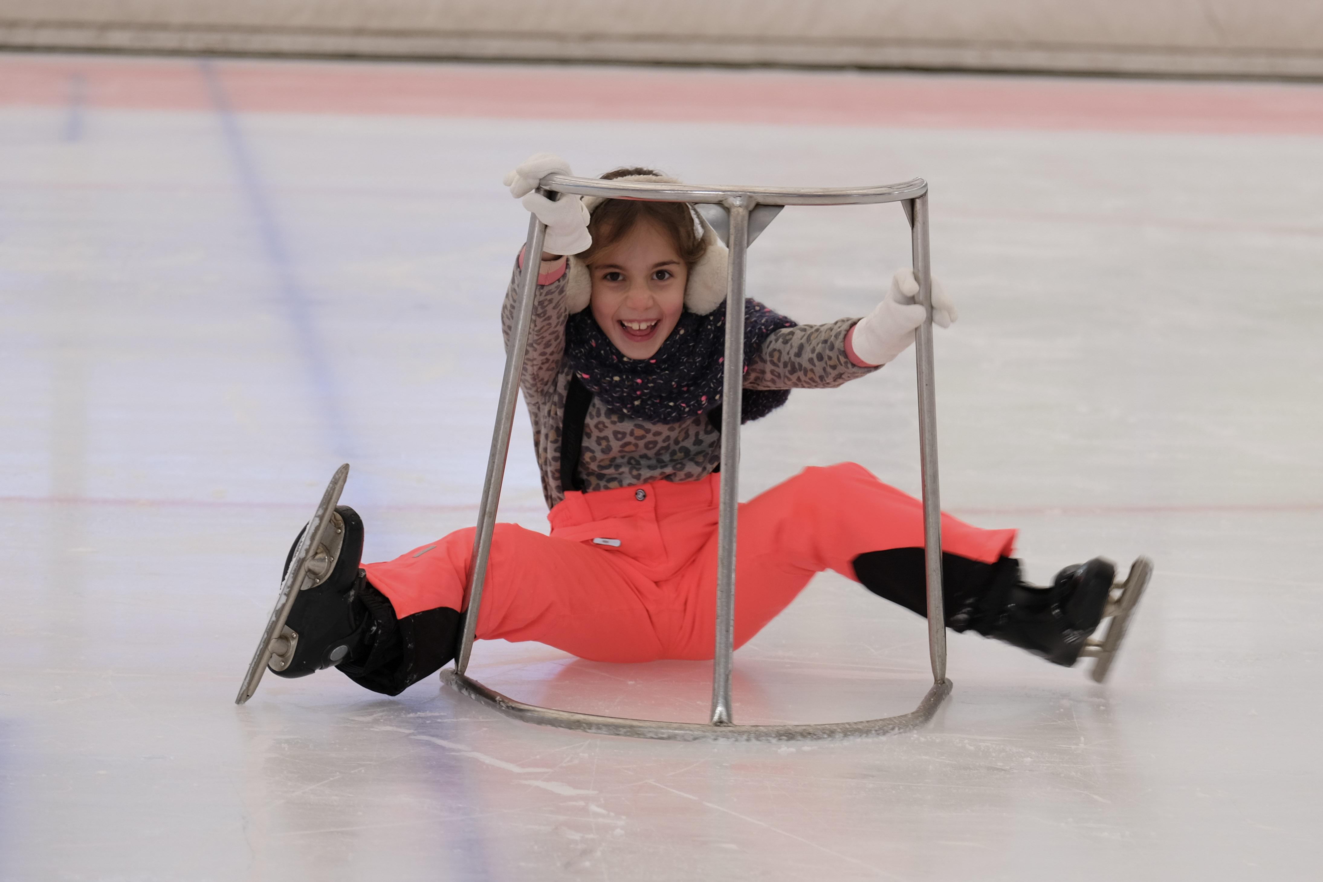 Meisje op het ijs bij IJsbaan Haarlem