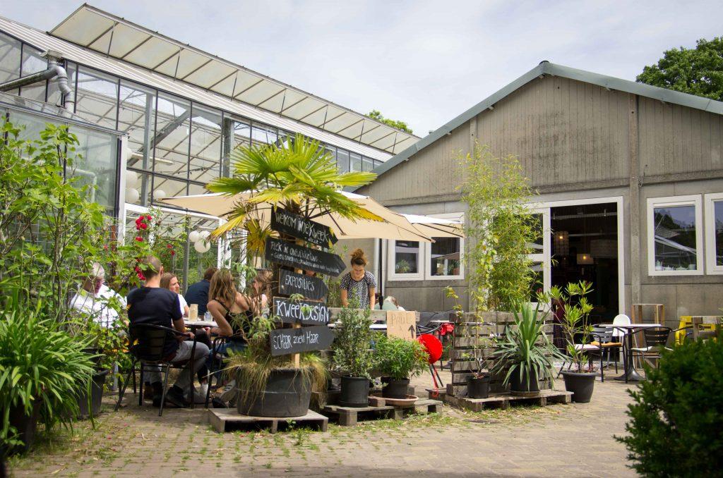 Terras Kweekcafé in de Kweektuin