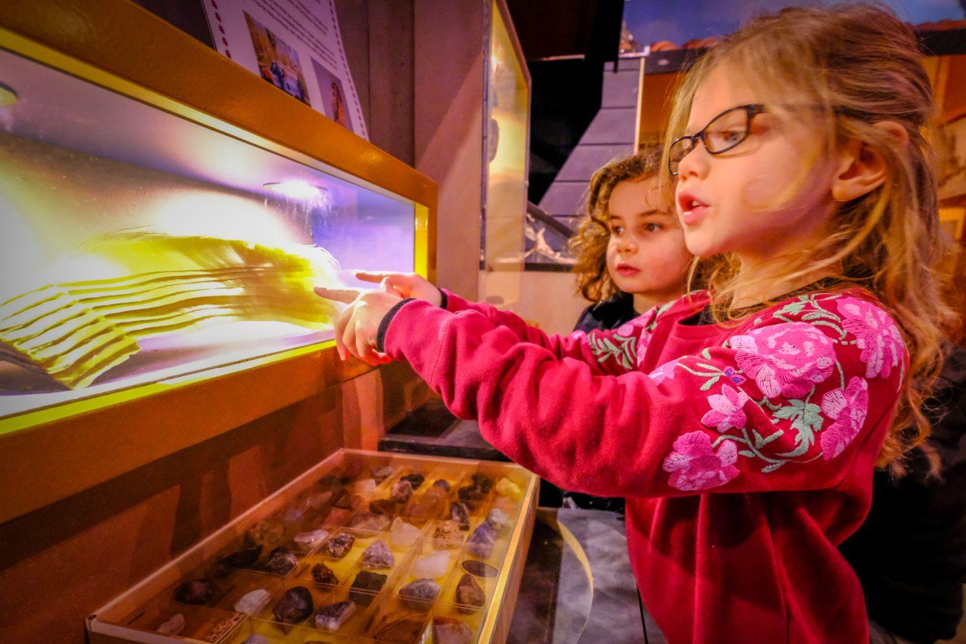 Skeletten en mineralen kijken Pieter Vermeulen museum