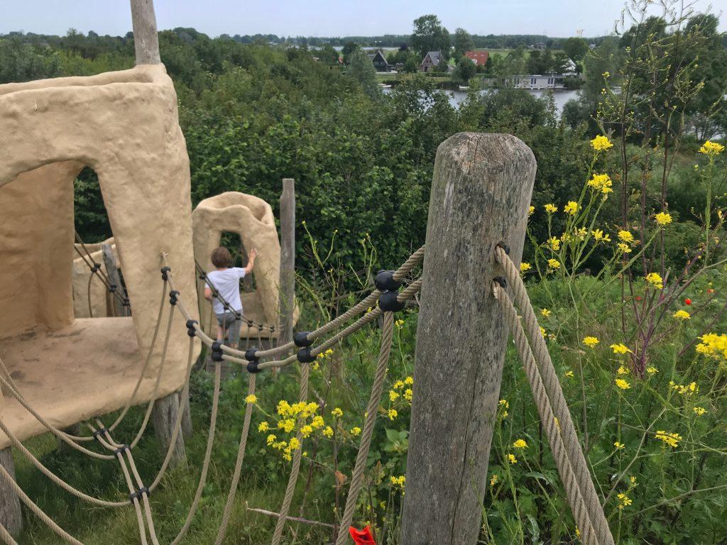 Klimhuisjes bij natuurspeeltuin Speelbos Meermond