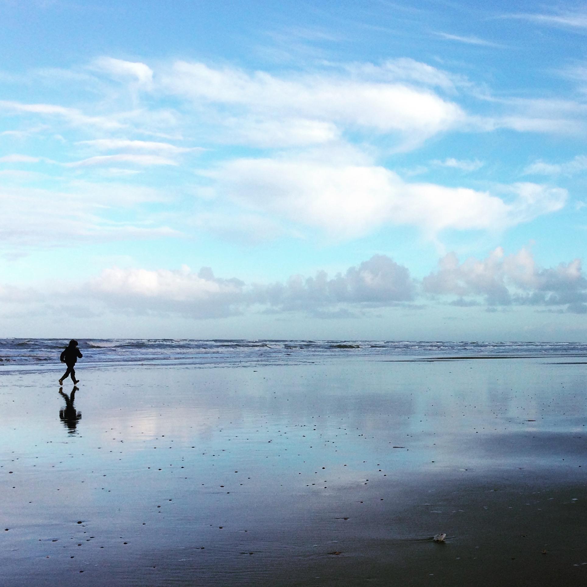 Spelend kind aan zee Zandvoort