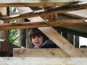 Kind in hut bij Woeste Westen Amsterdam