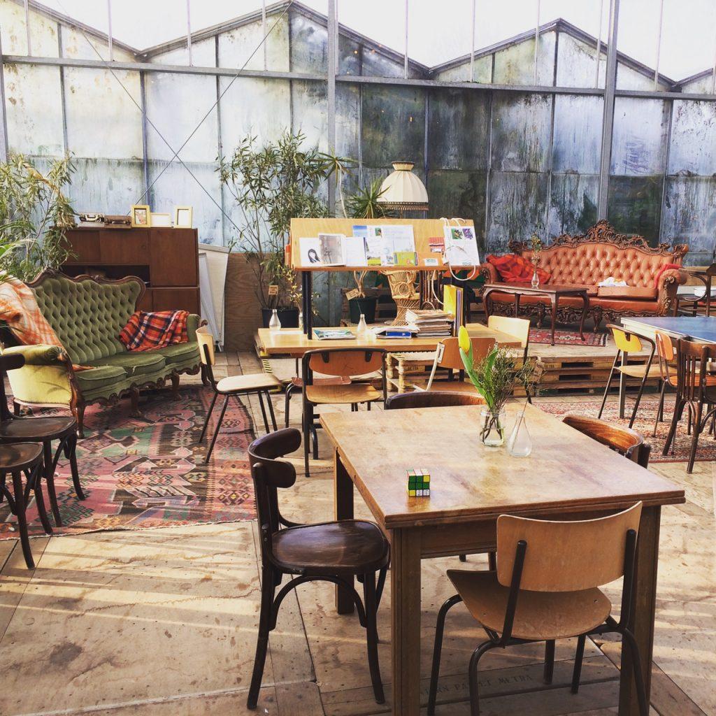 Interieur Kweekcafe in de Haarlemmer Kweektuin