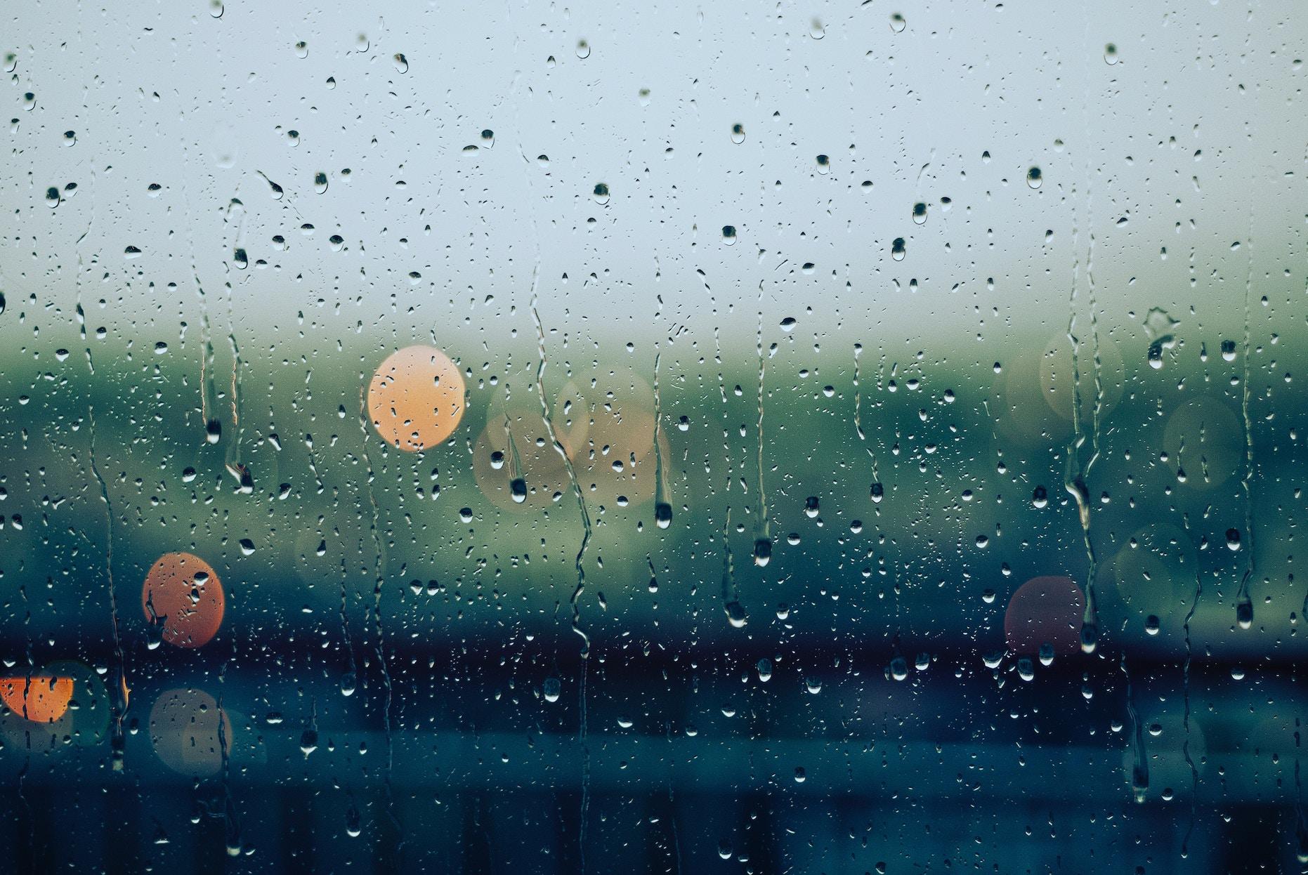 Regen op raam