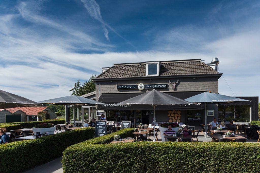 Terras restaurant De Vogelensangh